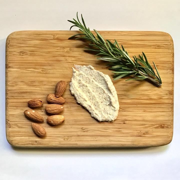 Raw+Vegan Feta Cheese Spread //