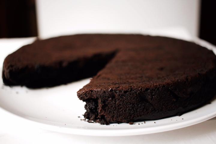 Dutch Chocolate Beet & Avocado Cake (Vegan + Gluten-Free)//