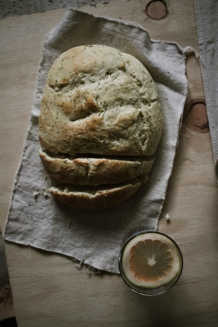 Rustic Bread with Herbes de Provence (vegan)//